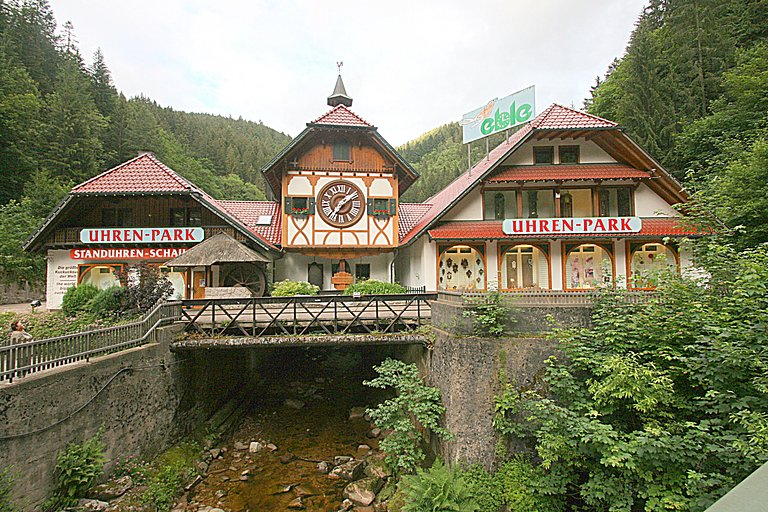 world biggest cuckoo clock
